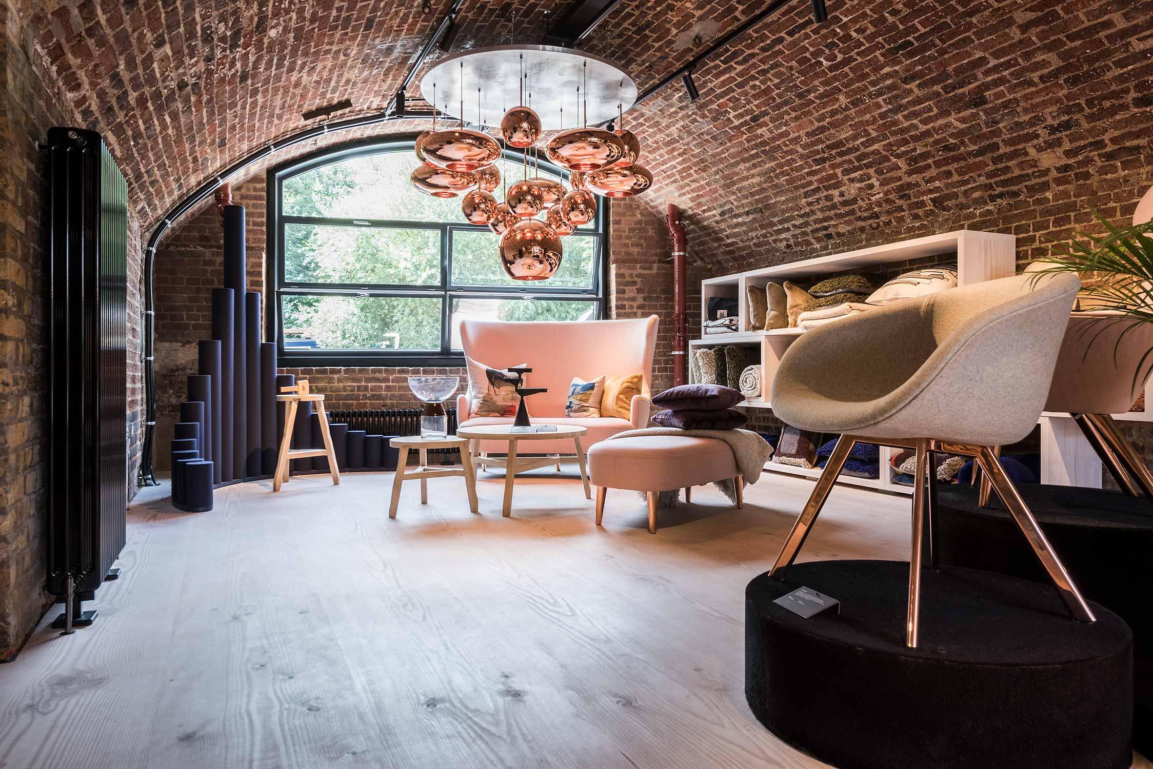 Der britische Designer Tom Dixon eröffnete 2018 an diesem spannenden Ort entlang des Regents Canal im Backsteingewölbe eines grossen Industriedenkmals einen Shop mit Manufaktur, Galerie und Büro. Fotografiert am 17.08.2018 Der Stadtteil King's Cross in London entwickelt sich gerade zum neuen Epizentrum der Stadt in Sachen Innovation, Design und Kunst.